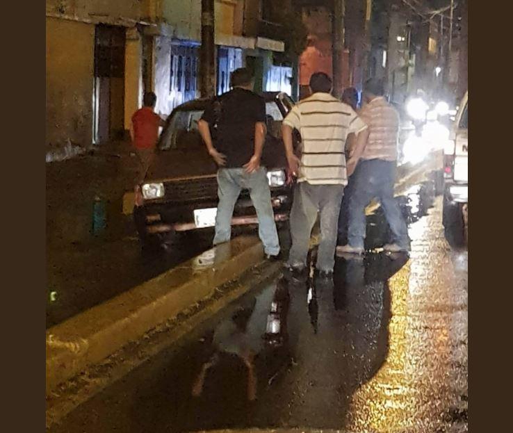 Un vehículo se accidentó en la 14 avenida y 7 calle, zona 11. (Foto Prensa Libre: @RDRGZ_RBN).