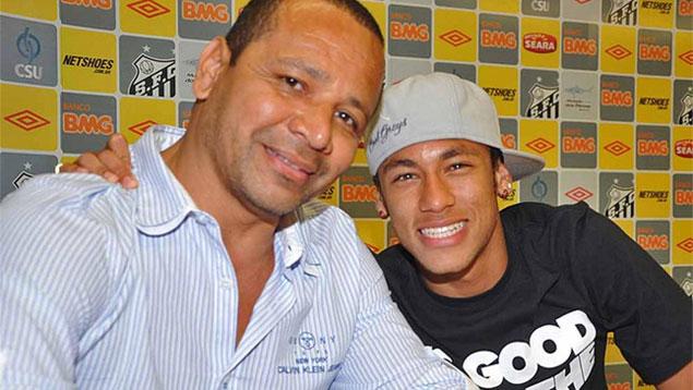 El padre de Neymar, Neymar da Silva Santos pide estabilidad tributaria para su hijo en Barcelona. (Foto Prensa Libre: Sport.es)