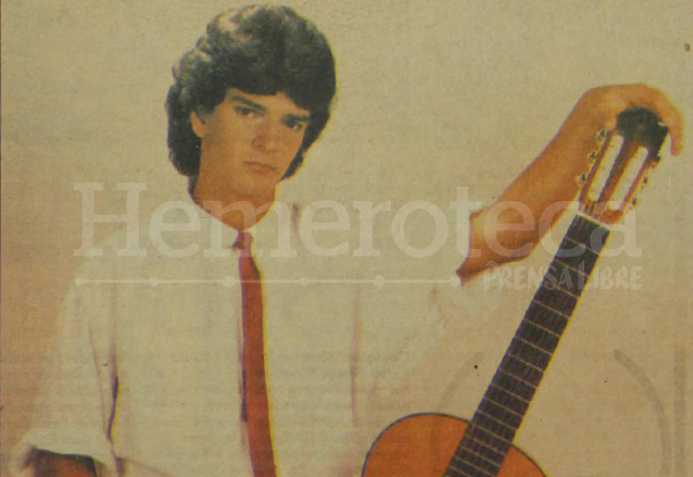 Un jovencísimo Ricardo Arjona en 1985 cuando recién empezaba su carrera musical. (Foto: Hemeroteca PL)