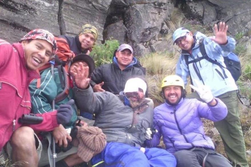 Ariel Fernando Rodríguez, fue rescatado con vida en el volcán Tajumulco. (Foto Prensa Libre: Paramédicos de Montaña SAR Guatemala)