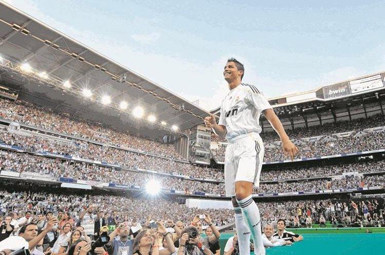 Más de 80 mil seguidores asistieron a la presentación de Cristiano Ronaldo, el jugador más caro del planeta. ¡Hala, Madrid!, corearon los aficionados que esperan mucho del portugués7/7/2009 (Foto: Hemeroteca PL)