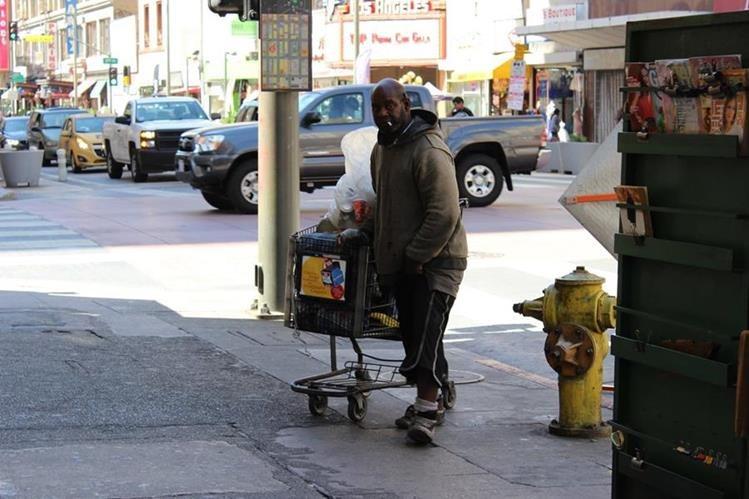 El estado de California lleva años lidiando con una crisis de desamparados. (Prensa Libre: EFE)