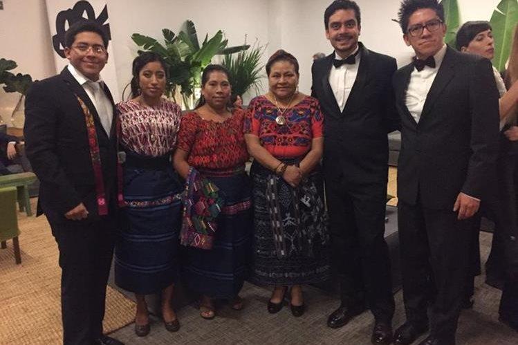 Al centro, de izquierda a derecha, María Mercedes Coroy, María Telón, Rigoberta Menchú y Jayro Bustamante. (Foto Prensa Libre: Cortesía Jayro Bustamante)