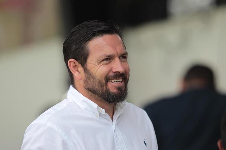 A Fonseca se le vio sonriente y decidido a buscar la directiva de Comunicaciones. (Foto Prensa Libre: Norvin Mendoza)