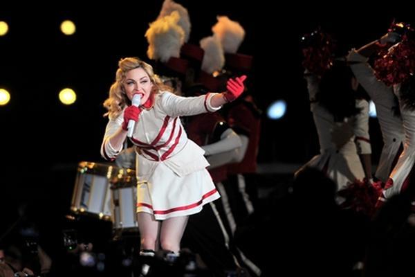 <p>La cantante estadounidense Madonna canta en el Estadio Nacional, de Santiago de Chile.</p>