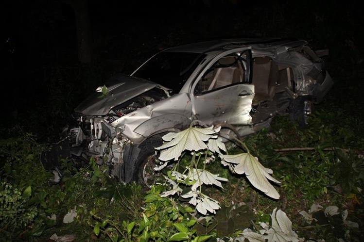 Uno de los vehículos involucrados en el accidente de tránsito que dejó ocho heridos en Gualán, Zacapa. (Foto Prensa Libre: Víctor Gómez)