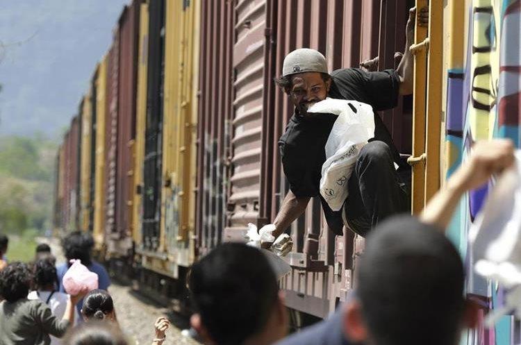 """""""Frontera Sur no es hablar de contención migratoria"""", defiende el director de Control Migratorio de México, Mario Madrazo. (Foto Prensa Libre: EFE)"""