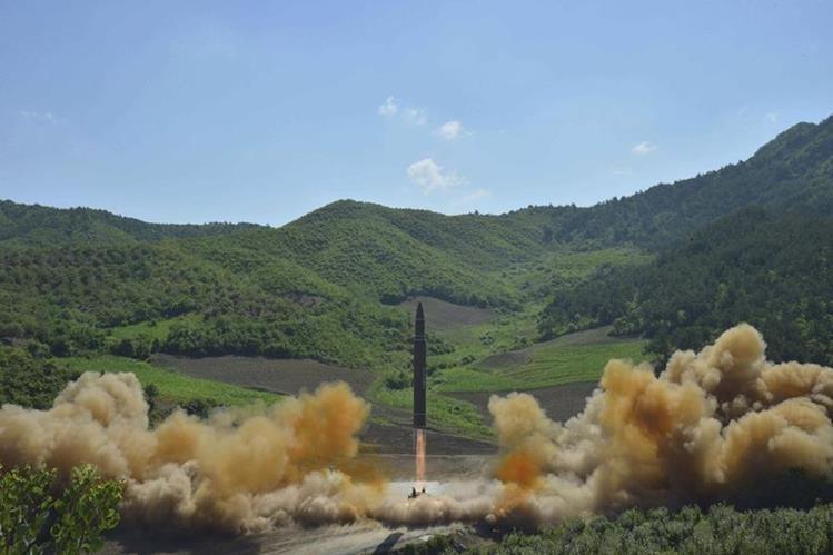 Muestra del lanzamiento del misil balístico intercontinental en Corea del Norte