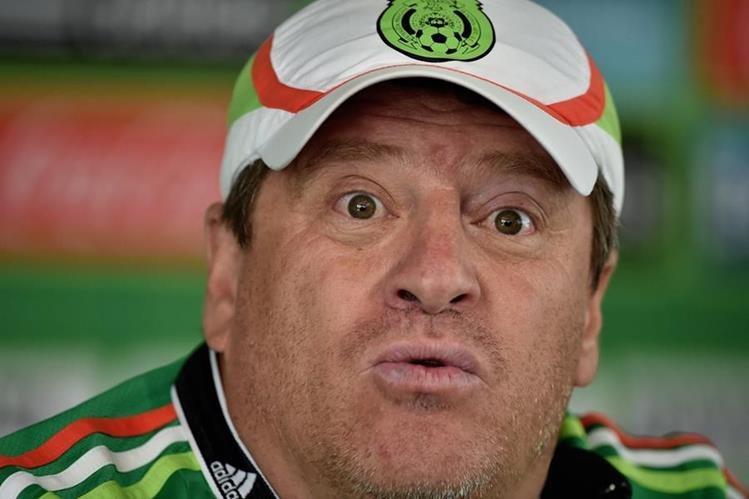 Miguel Herrera deberá declarar antes las autoridades mexicanas por las acusaciones de delito electoral. (Foto Prensa Libre: Hemeroteca PL)