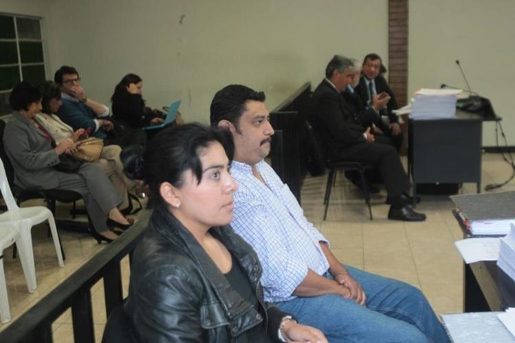 Los padres de Alexander Aldana Fuentes durante la última audiencia del proceso en la que quedó ligada a proceso la Asociación Javeriana (Foto: Hemeroteca PL)