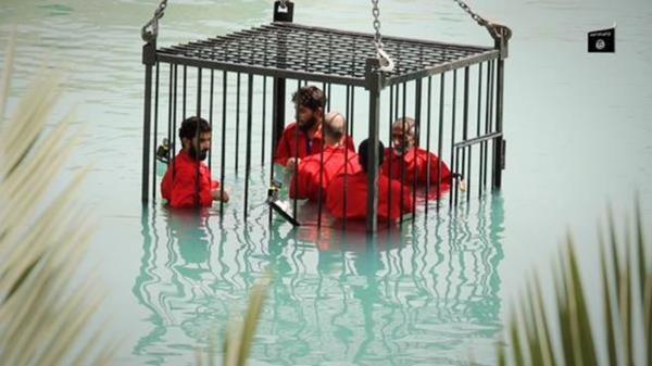 <em>Una de las escenas que aparecen en la supuesta grabación de los terroristas del Estado Islámico. (Foto Prensa Libre: elmundo.es).</em>