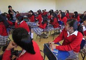 Unos 300 establecimientos piden que la PNC resguarde a los alumnos.(Foto Prensa Libre: Hemeroteca PL)