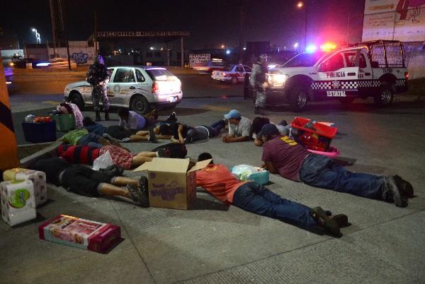 Varios méxicanos fueron detenidos por los saqueos cometidos en protesta el alza los combustibles en México.(EFE)
