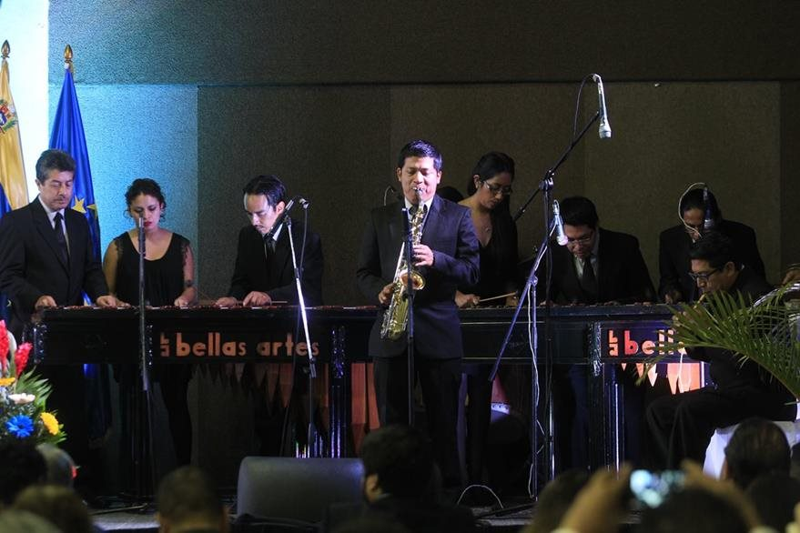La Marimba de Concierto de Bellas Artes fue parte de la inauguración. (Foto Prensa Libre: Edwin Bercián)