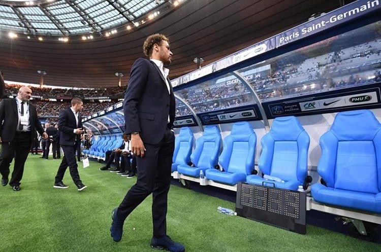 Neymar presenció el duelo del París Saint Germain en la final de la Copa de Francia