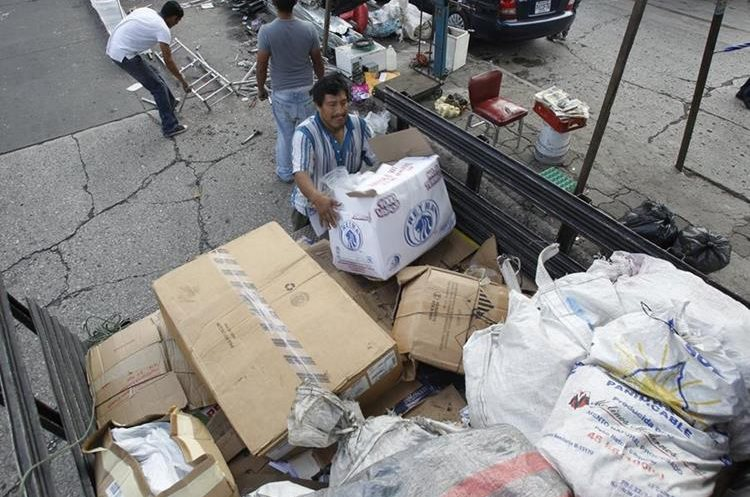 Muchas personas han aprendido a reciclar sus desechos, pues aparte de contribuir con el medioambiente también apoyan su economía. (Foto Prensa Libre: Paulo Raquec)