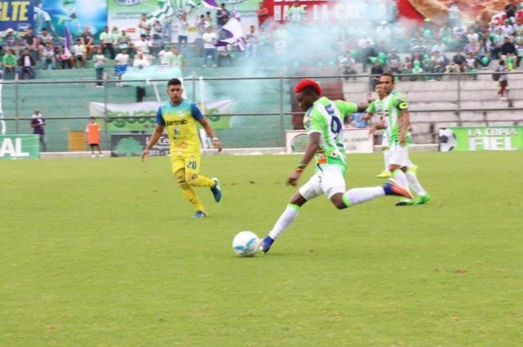 Antigua volvió a hacerse respetar en casa y derrotó a los cobaneros. (Foto Prensa Libre: Renato Melgar)