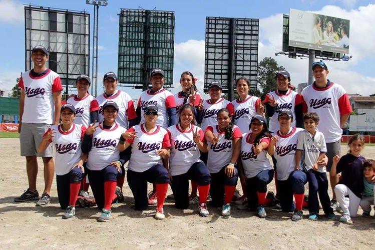 El combinado de la Usac ganó la corona del softbol femenino. (Foto Prensa Libre: Cortesía CDAG)