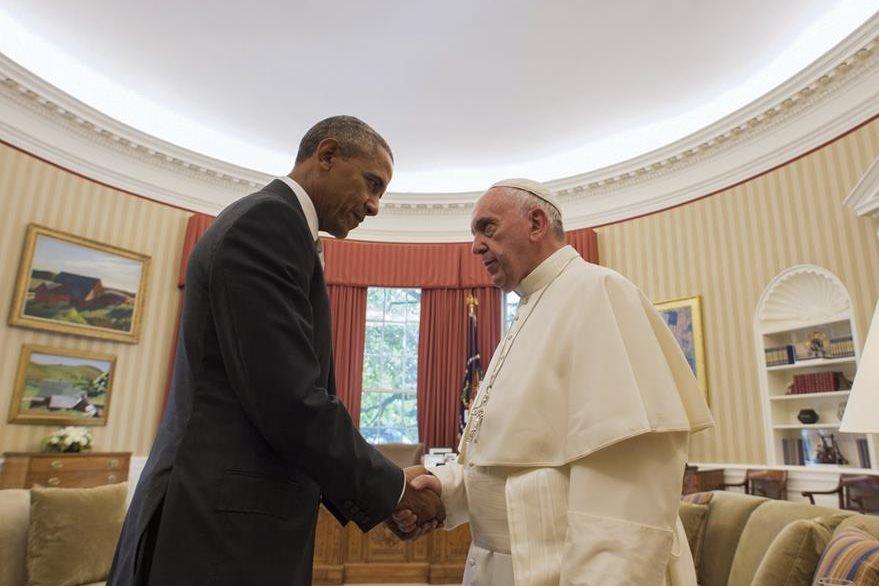 Obama recibió al papa Francisco en la Oficina Oval de la Casa Blanca. (Foto Prensa Libre: AP).