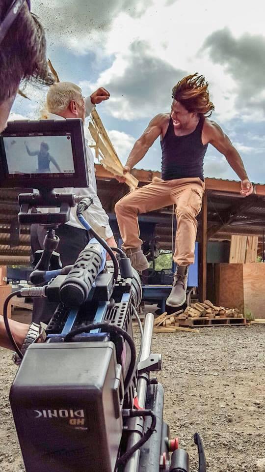 Enredados, la confusión es la primera película de acción de Centroamérica filmada al estilo Bollywood.(Foto Prensa Libre: Pacific Investment Corp.)