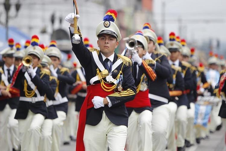 Los desfiles podrían provocar problemas de tránsito, principalmente en el Centro Histórico. (Foto Prensa Libre: HemerotecaPL)