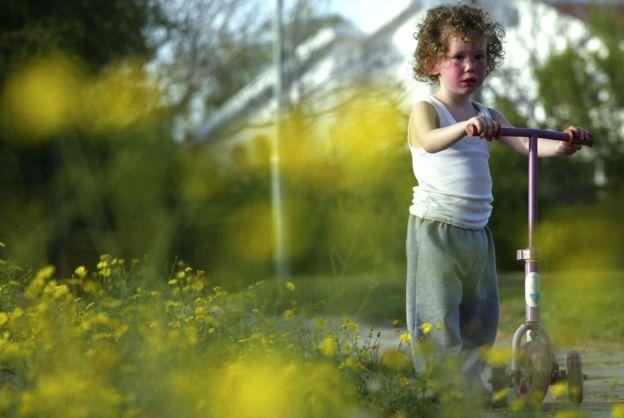 Una manera divertida de hacer ejercicio para los más pequeños es hacerlo sobre ruedas. (Foto, Getty Images)