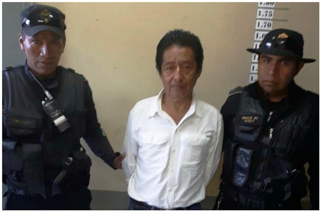 Capturan a Carlos Batzín, exministro de Cultura y Deportes, sindicado en el caso Cooptación del Estado. (Foto Prensa Libre: PNC)