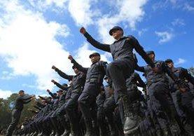 Dos mil 133 agentes de la PNC fueron graduados este viernes. (Foto Prensa Libre: Esbin García)