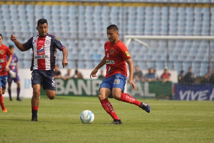 Payeras marcó un gol pero permitió que Xelajú remontara transitoriamente. (Foto Prensa Libre: Jesús Cuque)