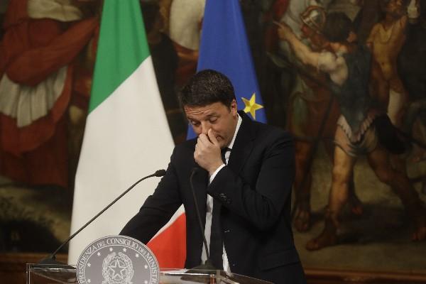 Matteo Renzi reconoció su derrota en el referendo para una reforma constitucional. (Foto Prensa Libre:AP).