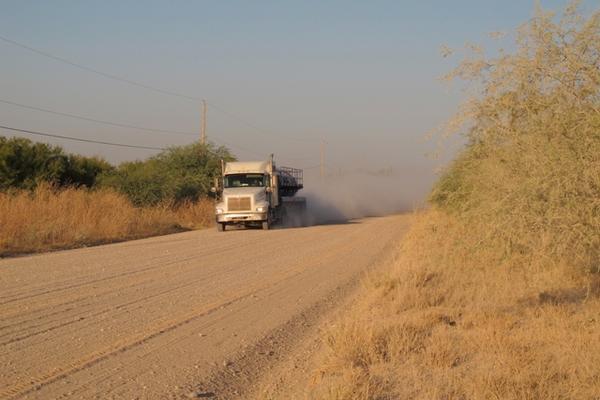 <p>Carretera cerca de La Joya, Texas, donde se registró el ataque en el que murieron dos guatemaltecos. (Foto Prensa Libre: AP)</p>