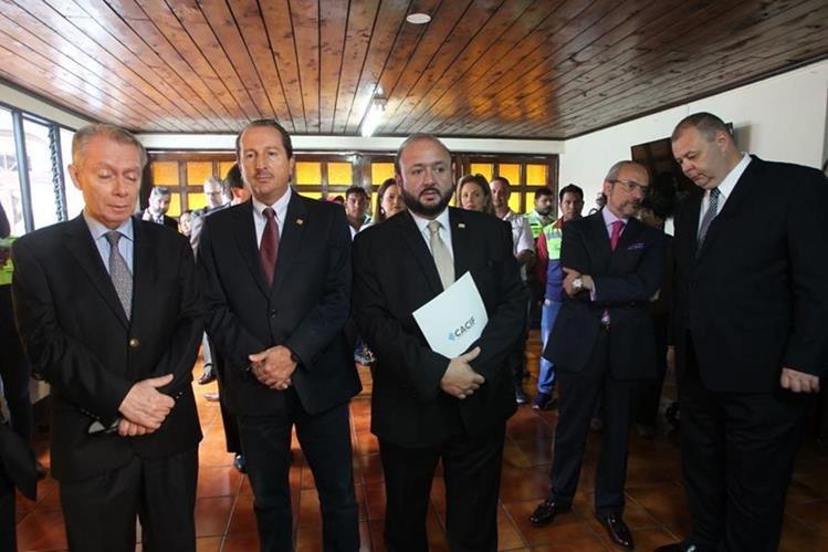 Representantes del CACIF presentaron un amparo ante la Corte de Constitucionalidad por suspensión de licencias de minera San Rafael. (Foto Prensa Libre: Erick Ávila)