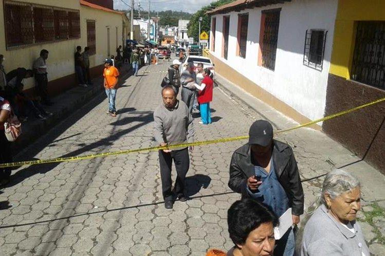 Varios locales comerciales de Chiantla, Huehuetenango, fueron saqueados por delincuentes, lo que causó alarma a los vecinos. (Foto Prensa Libre: Mike Castillo)