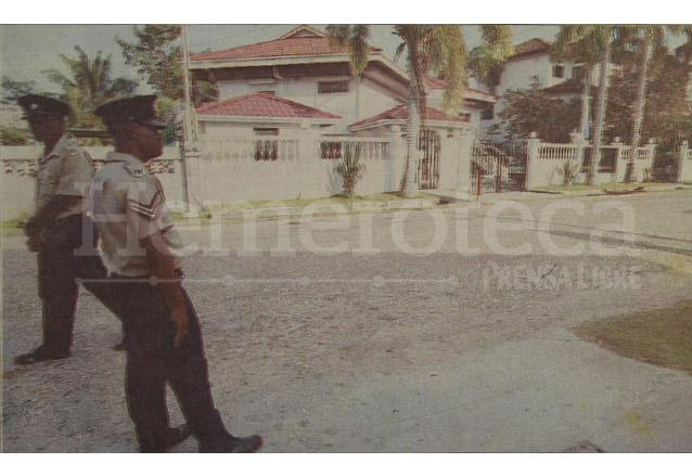 La Policía beliceña mantuvo vigilancia sobre la sede diplomática guatemalteca en Belice luego del atentado. (Foto: Hemeroteca PL)