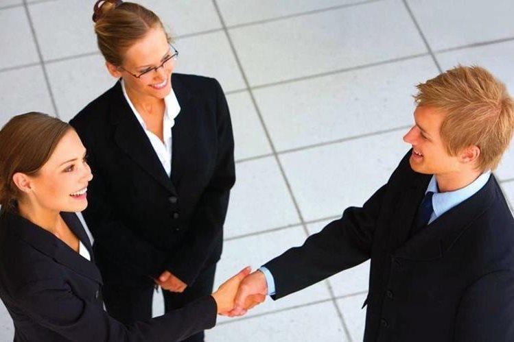 Cuando se saluda a una persona debe vérsele a los ojos. (Foto Prensa Libre: Hemeroteca PL)