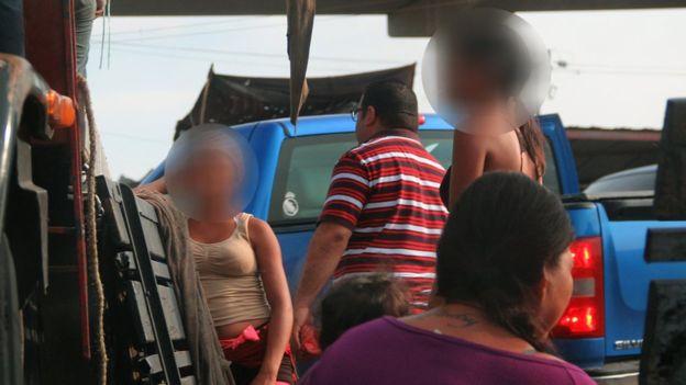 Los actos íntimos con menores de edad en el mercado Los Plataneros se tranzan entre 1.000 y 2.000 bolívares (entre 25 y 50 céntimos de dólar, según la tasa del mercado paralelo a inicios de diciembre).  HUMBERTO MATHEUS