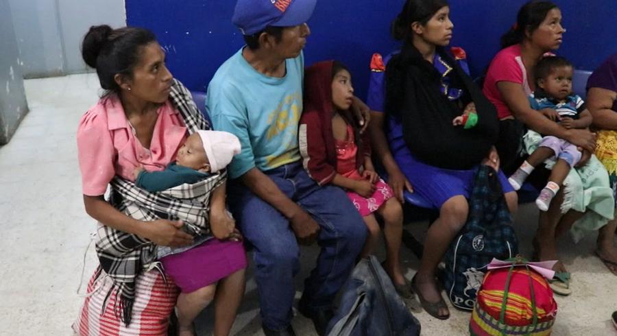 Los pacientes denunciaron que deben esperar más de seis horas para recibir atención médica. (Foto Prensa Libre: Hugo Oliva)