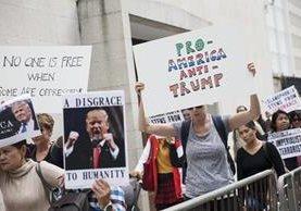 Las protestas contra decreto de Trump continúan en varios países. (Foto Prensa Libre: EFE)