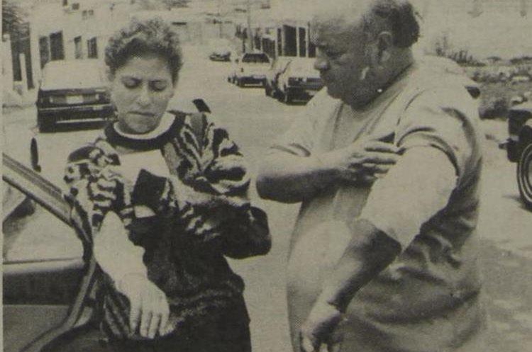 Elsa Yolanda Tánchez de Rodas y su esposo, Mario Alfonso Rodas Alemán, muestran las quemaduras sufridas durante el accidente aéreo el 5/5/1990. (Foto: Hemeroteca PL)