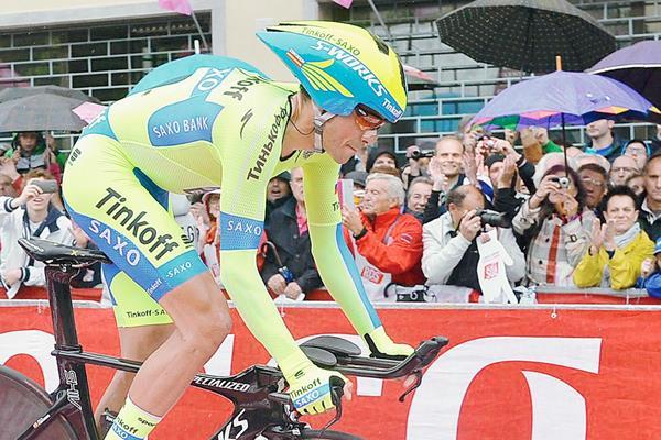 Contador durante la difícil etapa de este sábado en el Giro. (Foto Prensa Libre: EFE)