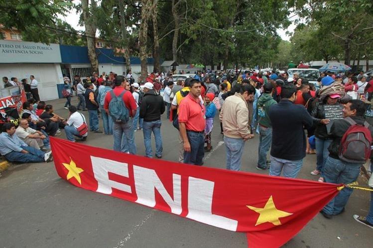 Los salubristas esperan una asamblea sindical para decidir las acciones a tomar, sin descartar la paralización de labores. (Foto Prensa Libre: Hemeroteca PL)