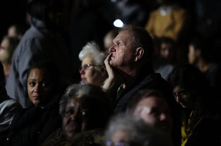 Seguidores esperan el discurso de Obama.
