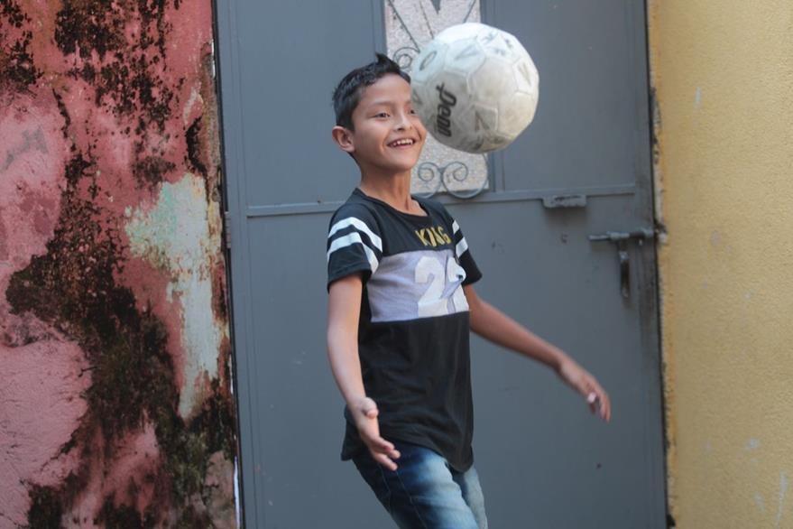 Chistopher, de 11 años, no está inscrito en Renap. (Foto: Erick Ávila)