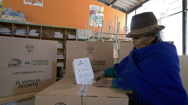 Los ecuatorianos respondieron afirmativamente a las siete preguntas objeto de consulta. AFP