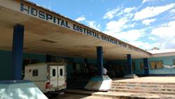 Hospital Distrital de Sayaxché, Petén, donde se registró el deceso de la menor. (Foto Prensa Libre: Rigoberto Escobar).