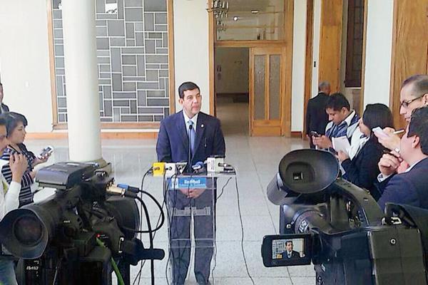El viceministro de Gobernación dio declaraciones en Casa Presidencial( Foto Prensa Libre: Mingob)
