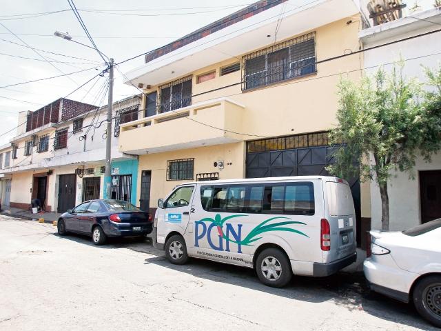 Personal de la Procuraduría General de la Nación realiza rescate de menores en una casa hogar, en la colonia Quinta Samayoa, zona 7 capitalina.