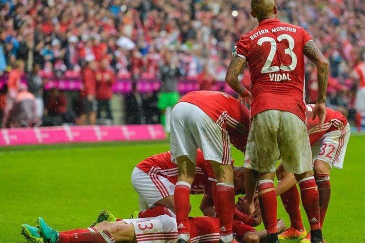 Los jugadores del Bayern Múnich festejan. (Foto Prensa Libre: AFP)