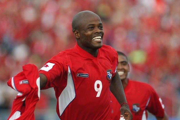 Dely Valdés es uno de los jugadores más recordados en la selección panameña de futbol. (Foto Prensa Libre: AP)