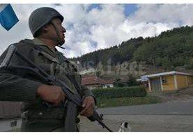 Contingente militar se apuesta en Tuichán, localidad de Ixchiguán. (Foto Prensa Libre: Estuardo Paredes)